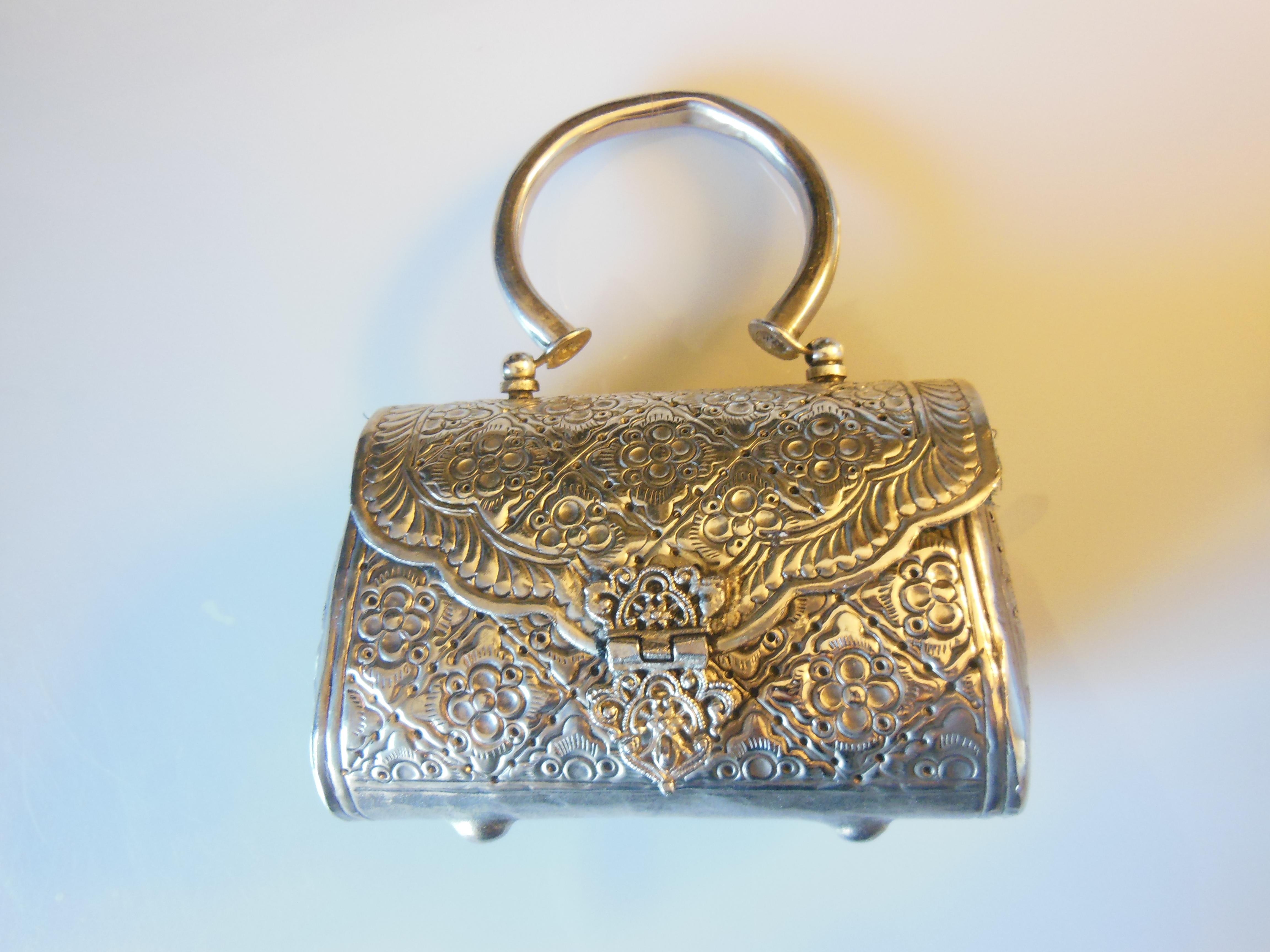 fashion-handbag-silver-metal-akaba-jordan.jpg
