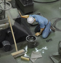 ROYAL MODEL 537 - 1/35 U.S. Sailor Who Is Washing (WWII)