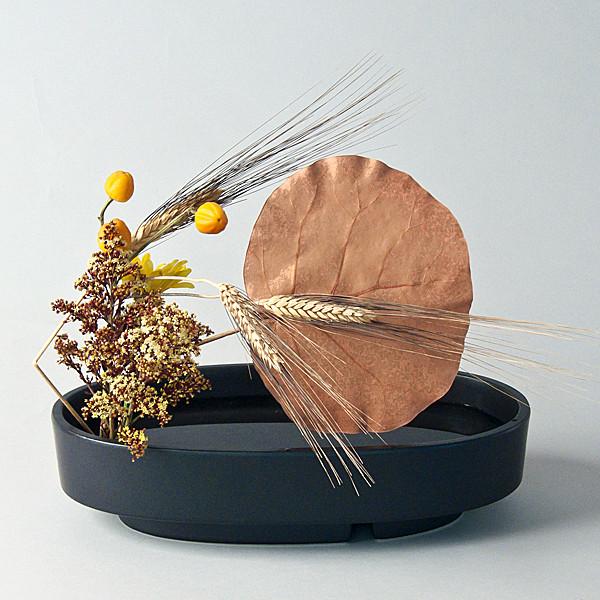 Black oval suiban with arrangement