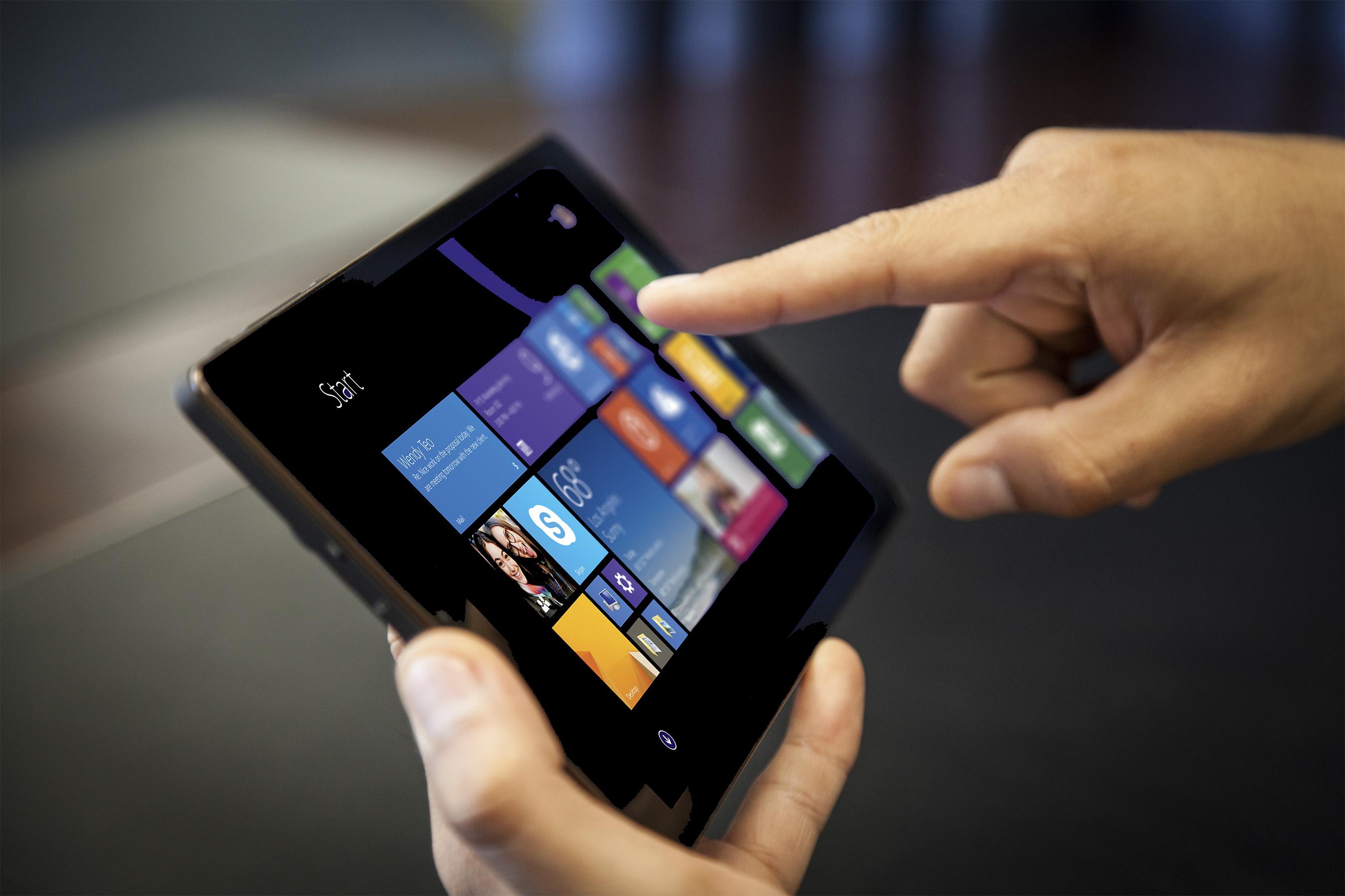 SmartPro 8'' Windows Tablet with accessories - J&Y