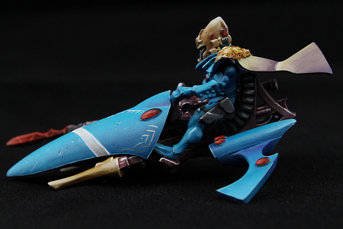 Eldar Miniature from the Warhammer 40k War game. Beautifully paint by Blue Table Painting