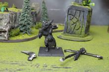 Beastmen Minotaur Standard Bearer Lot 5927 Blue Table Painting Store