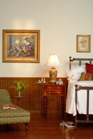 williamsburg-cherry-2-beaded-wainscot-paneling-bedrm.jpg