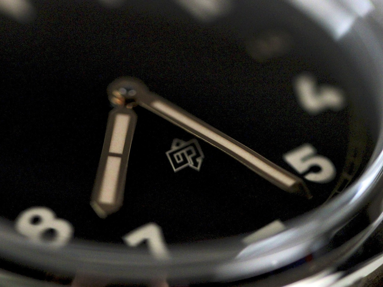 Hands & Numerals - New Panerai Watch - Radiomir California 3 Days PAM 424 - www.Legendoftime.com - Chicago Watch Center