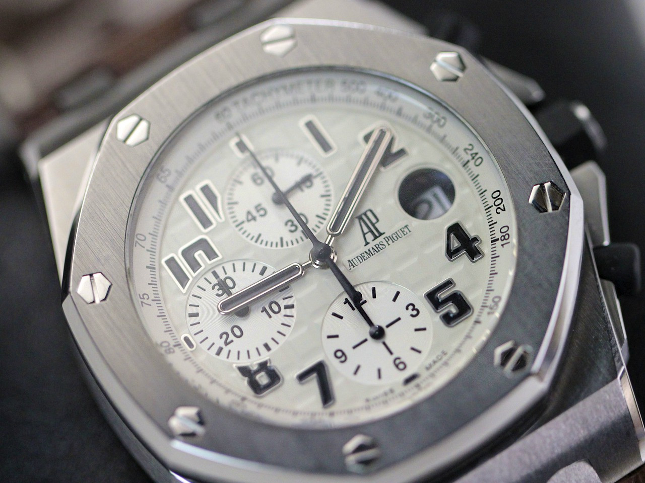 DIal & Bezel - Audemars Piguet Watch - Royal Oak Offshore Safari Chronograph 26170ST.OO.D091CR.01 - www.Legendoftime.com Chicago Watch Center