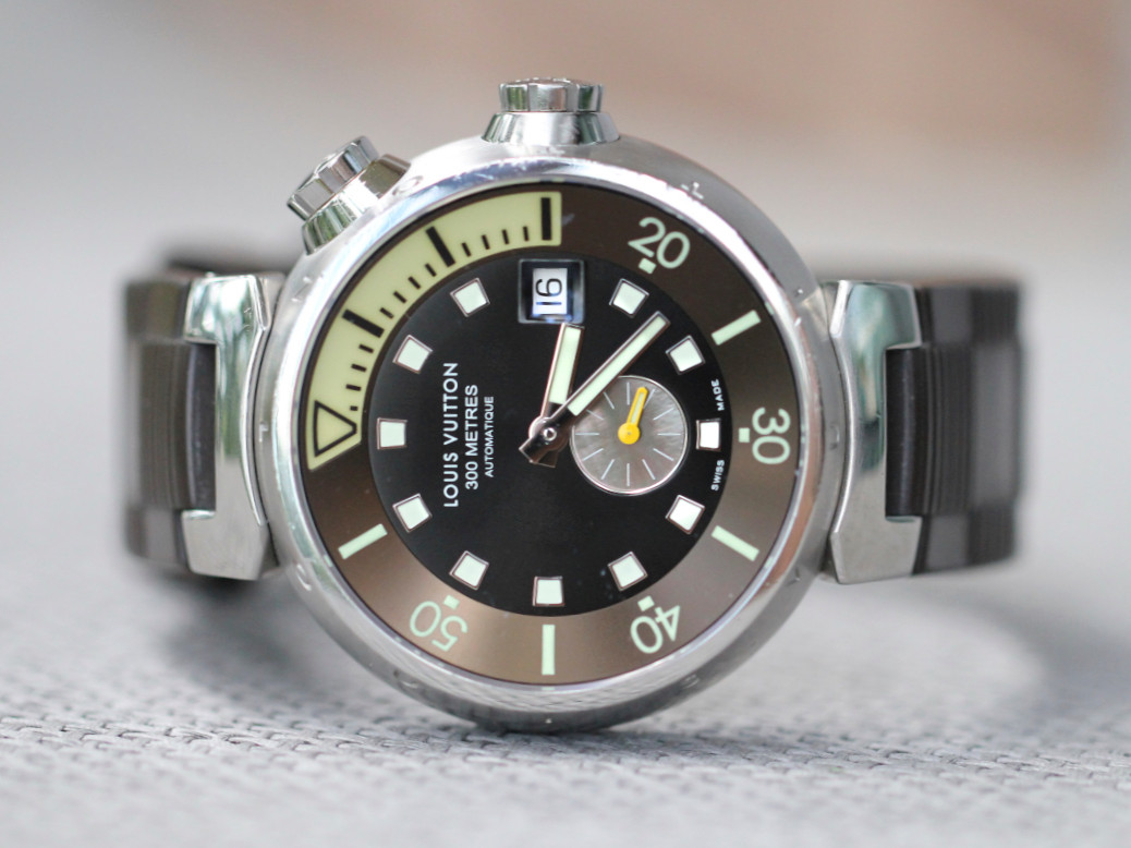 For sale in great condition used LOUIS VUITTON Tambour Diving 0859 Q1031 SS Auto Mens Watch, available for sale in store Chicago Watch Center - Legend of Time.  For Sale online LV mens diver watch.