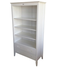 Minee Moi Bookcase with Drawers offers a all in one combination. The use of 3 shelf bookcase plus 2 drawers for storage. Matches all our low gloss white furniture.