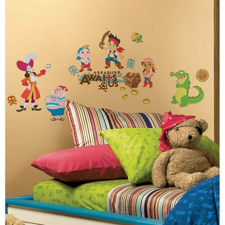Treasure awaits you! Disney's Jake and the Never Land Pirates are sure to delight any little treasure hunter, especially in wall decal form.