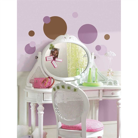 A genuine decorating classic! Dots have become a staple of today's home fashion, and this set is right on trend with the fun and fresh color combination of purple and brown.
