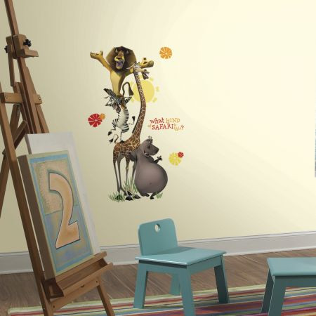 Add a giant effect to the walls of your child's room with these Madagascar Safari Giant Wall stickers!