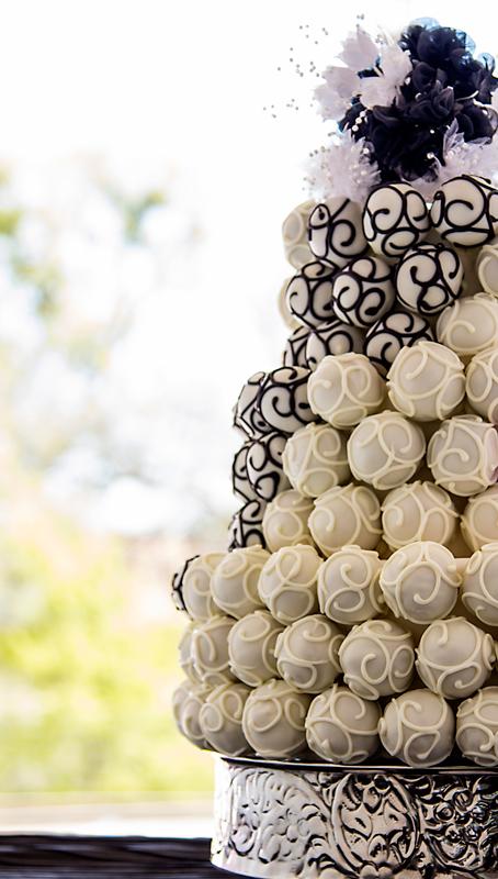 black and white swirl wedding cake