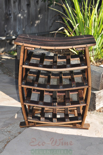 This stand-up wine rack features storage for 17 wine bottles on four shelves. With this wine rack you get an impressive display for your favorite wines.