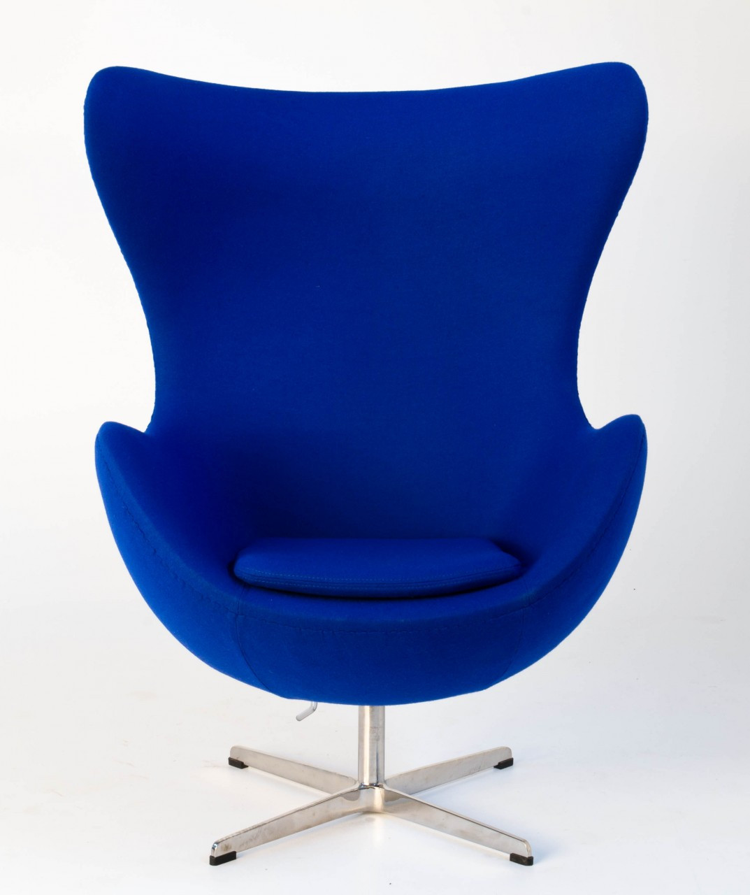replica egg chair blue replica arne jacobsen egg chair. Black Bedroom Furniture Sets. Home Design Ideas