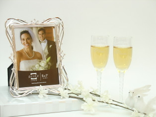 Cheers Wedding Picture Frame Gift Set comes in gift box with complimentary gift wrap and card.