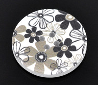 White Wood Painted Button Floral (Design No.2) Four Hole 30mm