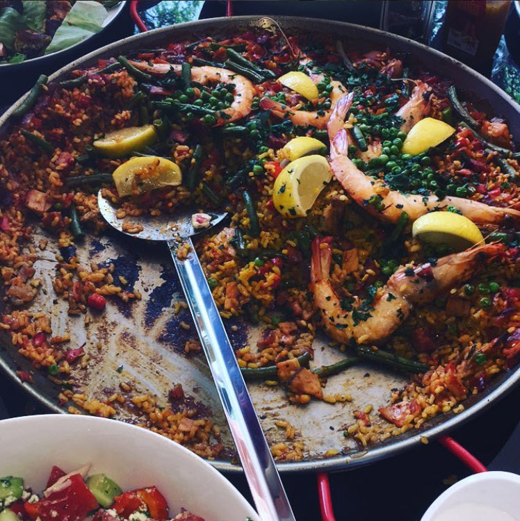 Delicious paella is served !
