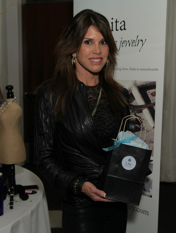golden-globe-awards-gifting-suite-photos-31.jpg