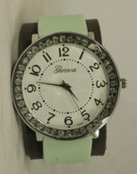 1256-ladies silicone band watch