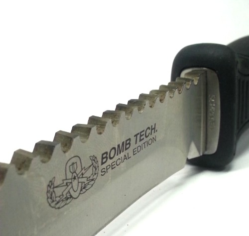 schrade-eod-knife-bomb-tech-special-edition-logo.jpg
