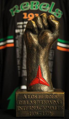Alos Heroes Delas Bridadas Internacionales 1936-1939 Bronzed Statue