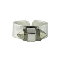 Stone Point Ring In Silver With Pyrite