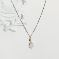 Charmed Necklace in Silver with Quartz