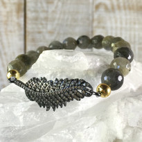 Gemstone & Feather Stretch Bracelet with Labradorite