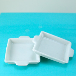 Dollhouse Miniature Casserole Dish Square, Ceramic - 1/12 scale