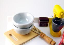 Dollhouse Miniature Bowl, Ceramic, Large Size - 1/12 scale
