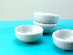 Dollhouse Miniature Bowl in Large, Ribbed Sides - 1/12 scale