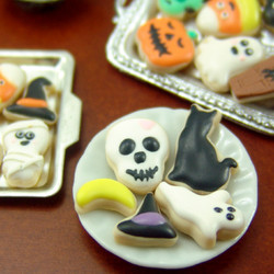 Silicone Mold // Dollhouse Skull Cookie Mold in 1/12 Scale // Halloween Mold