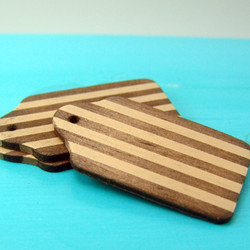 Dollhouse Miniature Wooden Cutting Board, Two Toned - 1/12 scale
