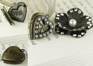Prima Vintage Trinkets Flower and Heart Locket