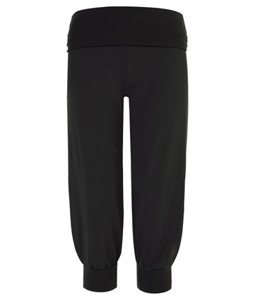 3/4 yoga pants in caviar black | Wellicious at Fire and Shine | Women's capris