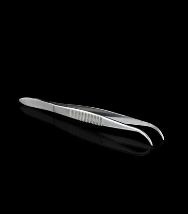 Tweezers - Curved-tip allows for optimal and accurate placement - A handy tool for any dry herb or concentrate connoisseur - Perfect for placing a Concentrate Tray into a Launch box, or loading concentrates into a Muad-Dib - Magic-Flight