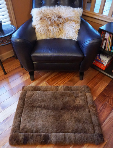 Solid & Multicolor Alpaca Fur Throw Rugs  24 x 32in