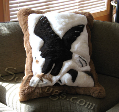 Eagle Landing Pattern Alpaca Pillow