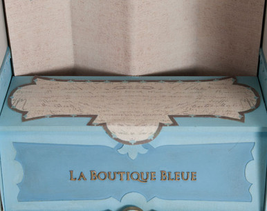 Table runner with French script