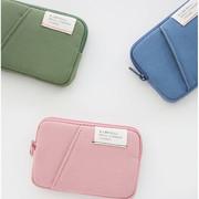 A low hill basic standard pocket card case