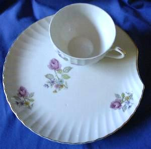 Vintage Roses Shell Shape Snack Cup Plate Tennis Set & Vintage Roses Shell Shape Snack Set