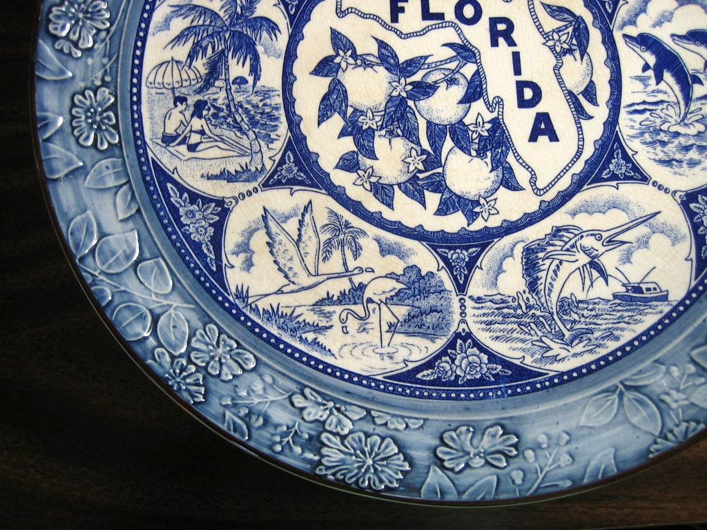 Blue White Vintage Florida Souvenir Textured Edge Large Plate Edge www.DecorativeDishes.net