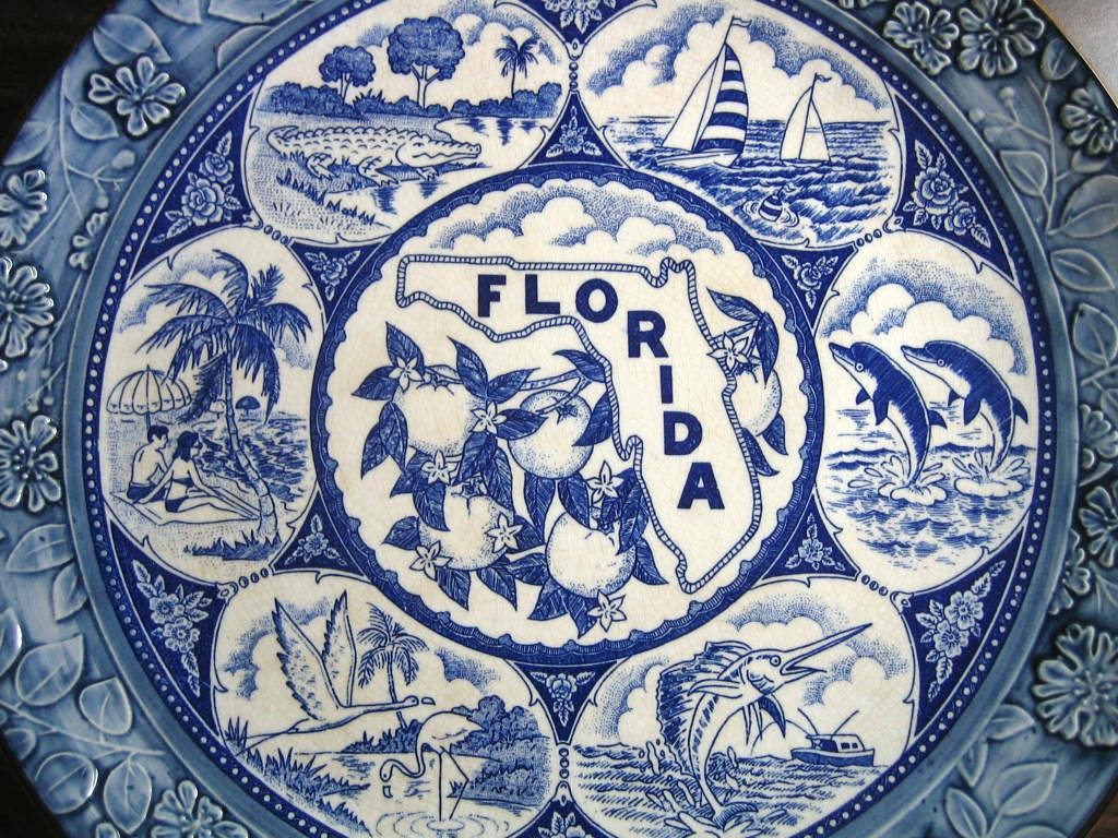Blue White Vintage Florida Souvenir Textured Edge Large Plate Center www.DecorativeDishes.net