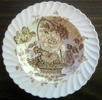 Brown Tan Lush Basket Roses Scalloped 3-D Dish