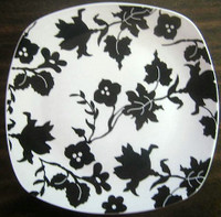 Black on White Leaf Floral Square Plate Tile M