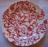 Red on White Line Scroll Leaf Flower Plate