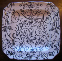 Black on White Scroll Leaf Flower Square Plate