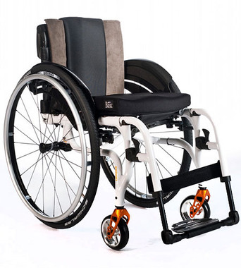 Xenon SA® One of the lightest folding wheelchairs in the world, with swing away leg rests Quickie has combined the latest ultra-light, hydroformed aluminium technology, design and engineering to create the Xenon SA - the lightest folding wheelchair we`ve ever manufactured with swing-away legrests. At just under 9.7 kg, and with innovative cross brace folding technology, Xenon SA is easy to fold, lift and transport. It has also been cleverly designed to create the kind of minimalistic style that you would expect from a rigid chair.