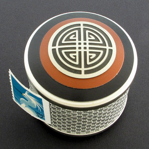 Crest Pattern Stamp Roll Dispenser