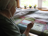 amish-quilter-2.jpg