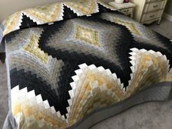 Diamond Reflection Bargello Amish Quilt 99x112